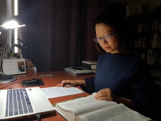 쑥탕 도박장서 검거한 중년여성이 열어준 소설가의 길