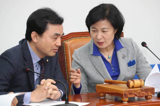 더불어민주당 추미애 대표(오른쪽)와 안규백 최고위원(전 사무총장) [연합뉴스]