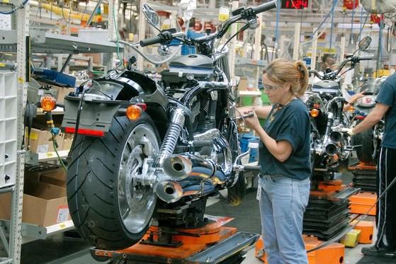 미국 할리데이비슨은 유럽시장에서 살아남기 위해 생산공장 이전을 결정했다. [중앙포토]