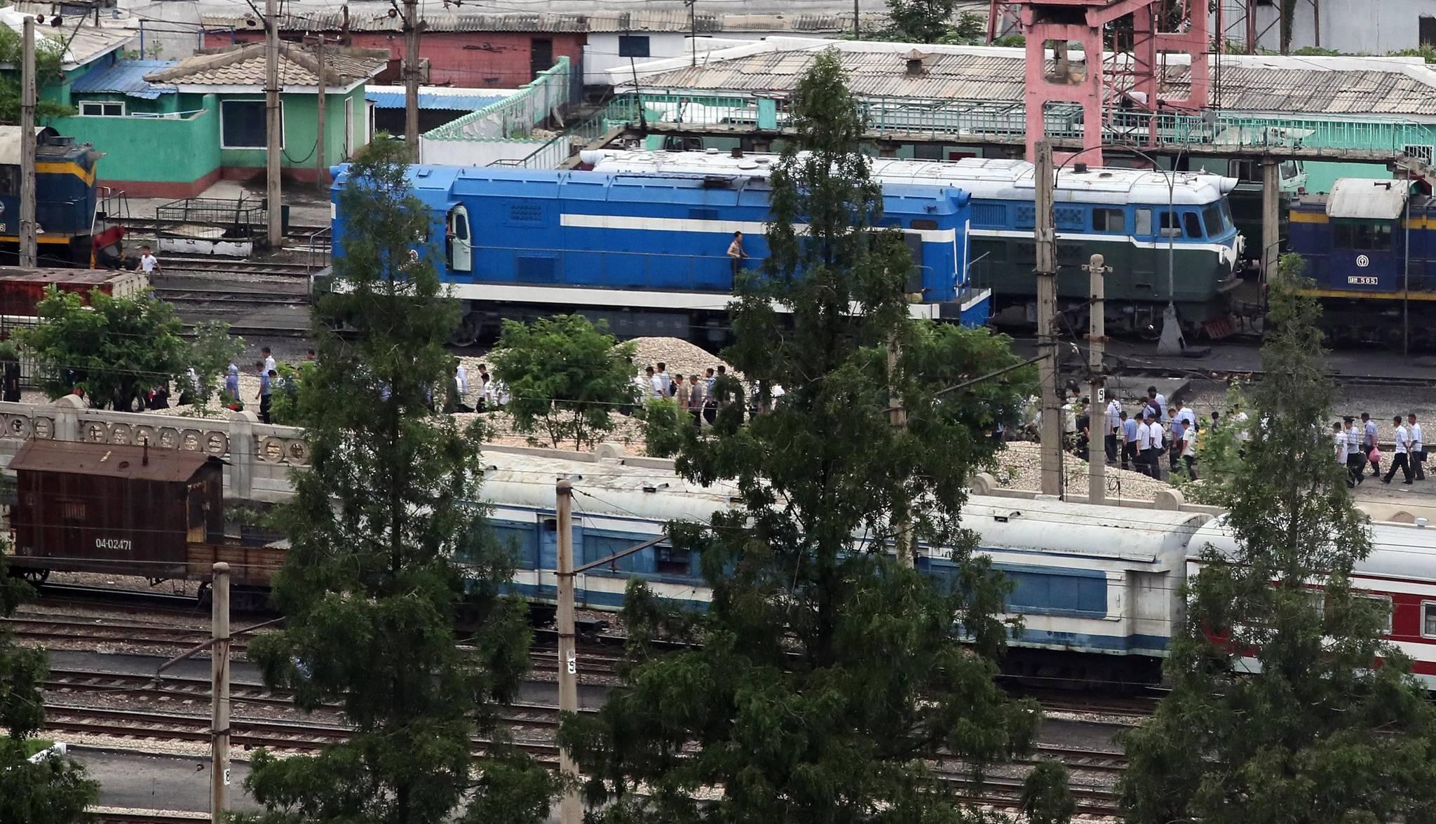 5일 오전 평양에서 시민들이 출근하고 있다. [사진공동취재단]