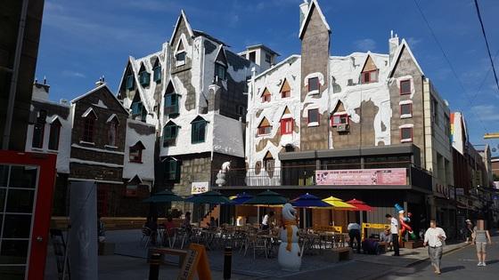 영화 겨울왕국 속에 들어온 것과 같은 착각을 불러 일으키는 눈꽃마을 건물들. 유럽풍 느낌도 난다. 임명수 기자