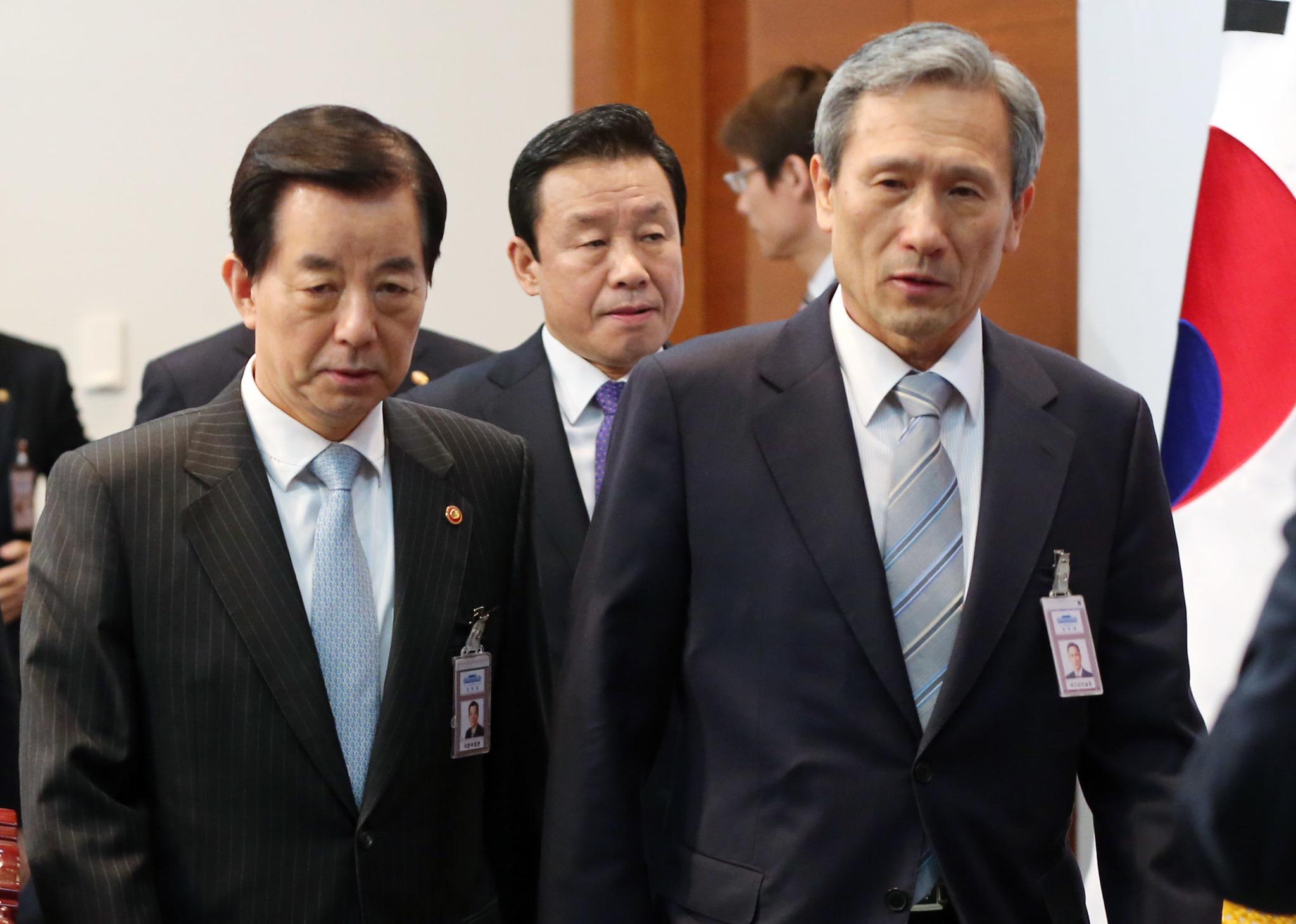 한민구 전 국방부 장관(左), 김관진 전 국가안보실장(友). [중앙포토]