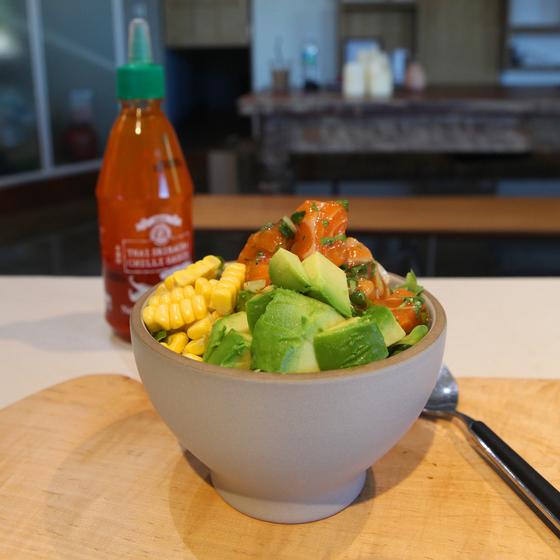 불 없이 조리가 가능한 한 그릇 음식 '포케'는 여름철 가볍게 맛있는 한 끼를 즐기기에 좋은 요리다. 전유민 인턴기자