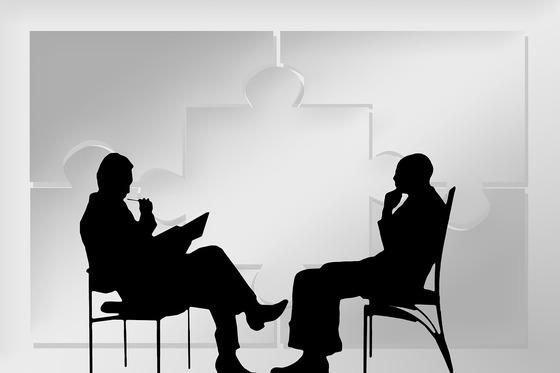 실제 협상 테이블에서 상대방이 답변하기 곤란한 상황에 부닥쳤을 때 본인은 아무 결정권이 없다고 말하는 전략은 가장 많이 쓰인다. [사진 pixabay]