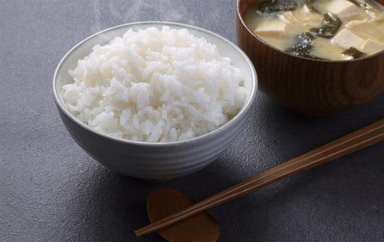 쌀밥에 의존하지 않는 서구적인 식문화와 1인가구 증가 등의 영향으로 국내 쌀 소비량은 해마다 줄어들고 있다. / 사진:농림축산식품부 제공
