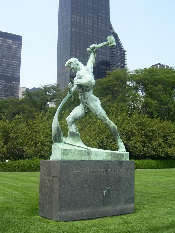 미국 뉴욕 유엔 본부 앞에 있는 '칼을 보습으로' 동상.  [사진 위키피디어]