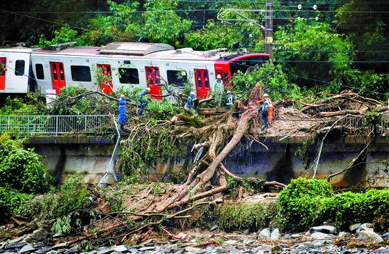 일본 태풍 강타, 130여 명 사망·실종