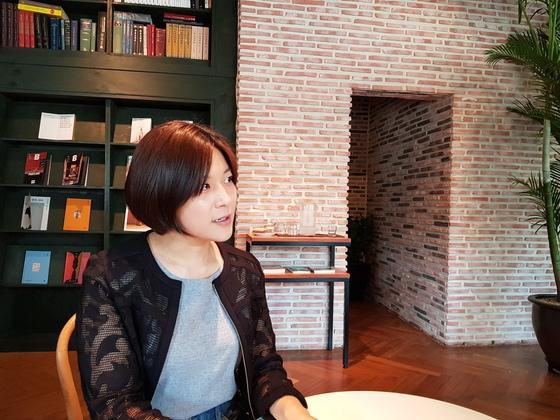 지난달 20일 신촌의 한 카페에서 중앙일보와 인터뷰 중인 은하선씨. 성지원 기자