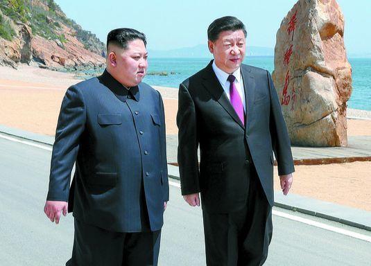 김정은 북한 국무위원장(왼쪽)과 시진핑 중국 국가주석