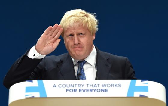 9일(현지시간) 전격 사임을 발표한 보리스 존슨 영국 외무장관. 대표적인 '하드 브렉시트' 찬성론자로 테리사 메이 총리의 소프트 브렉시트 안에 공개 반발해왔다. [EPA=연합뉴스]
