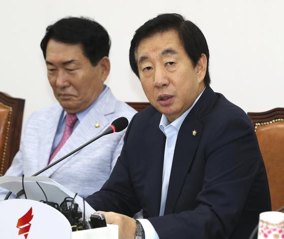 자유한국당 김성태 당대표 권한대행이 11일 오전 국회 원내대책회의에서 모두발언을 하고 있다. 임현동 기자.