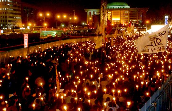 박근혜 전 대통령의 탄핵를 촉구하는 촛불 시위 모습. [중앙포토]