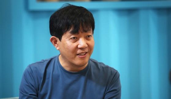 11년 만에 경영자로 다시 나선 이재웅 쏘카 대표가 지난 10일 서울 성수동 사무실에서 모빌리티 산업의 미래에 대해 말하고 있다. 오종택 기자