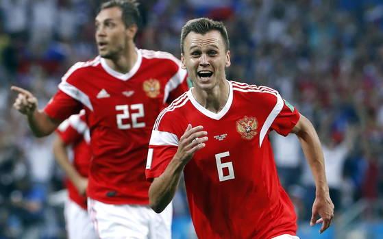 러시아 축구대표팀 치레셰프. 그는 FIFA의 발표로 도핑 의혹에서 벗어났다. [EPA=연합뉴스]
