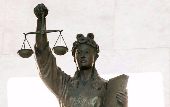 대법원이 '교수의 자유'에 대한 제한과 관련해 구체적인 법리를 제시했다. 서울 서초동 대법원에 있는 정의의 여신상. [중앙포토]