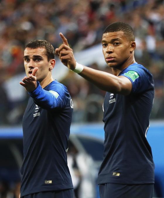 2018 러시아 월드컵 골든볼 후보 프랑스 그리즈만(왼쪽)과 음바페(오른쪽). [EPA=연합뉴스]