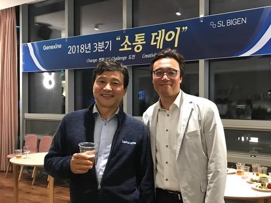 지도교수, 직장상사, 멘토인 성영철 제넥신 회장과 함께. [사진 이상원]
