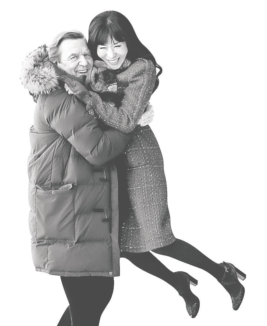 게르하르트 슈뢰더(74) 전 독일 총리가 올 가을 통번역사 출신의 한국인 김소연(48)씨와 결혼한다. 권혁재 사진전문기자