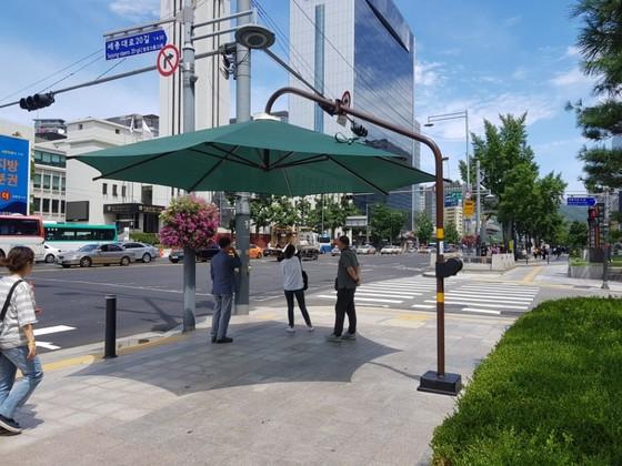 서울 중구 서울시청 앞 횡단보도 그늘막. 임선영 기자