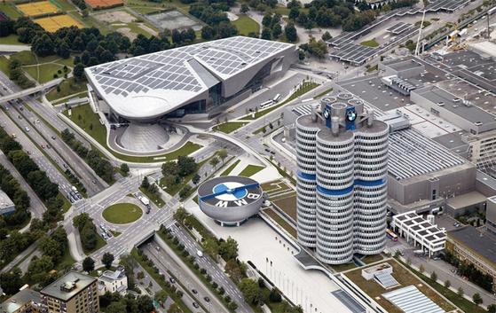 독일 뮌헨에 있는 BMW그룹 본사 전경. BMW그룹의 직원은 13만여 명에 이른다. / 사진:BMW 제공