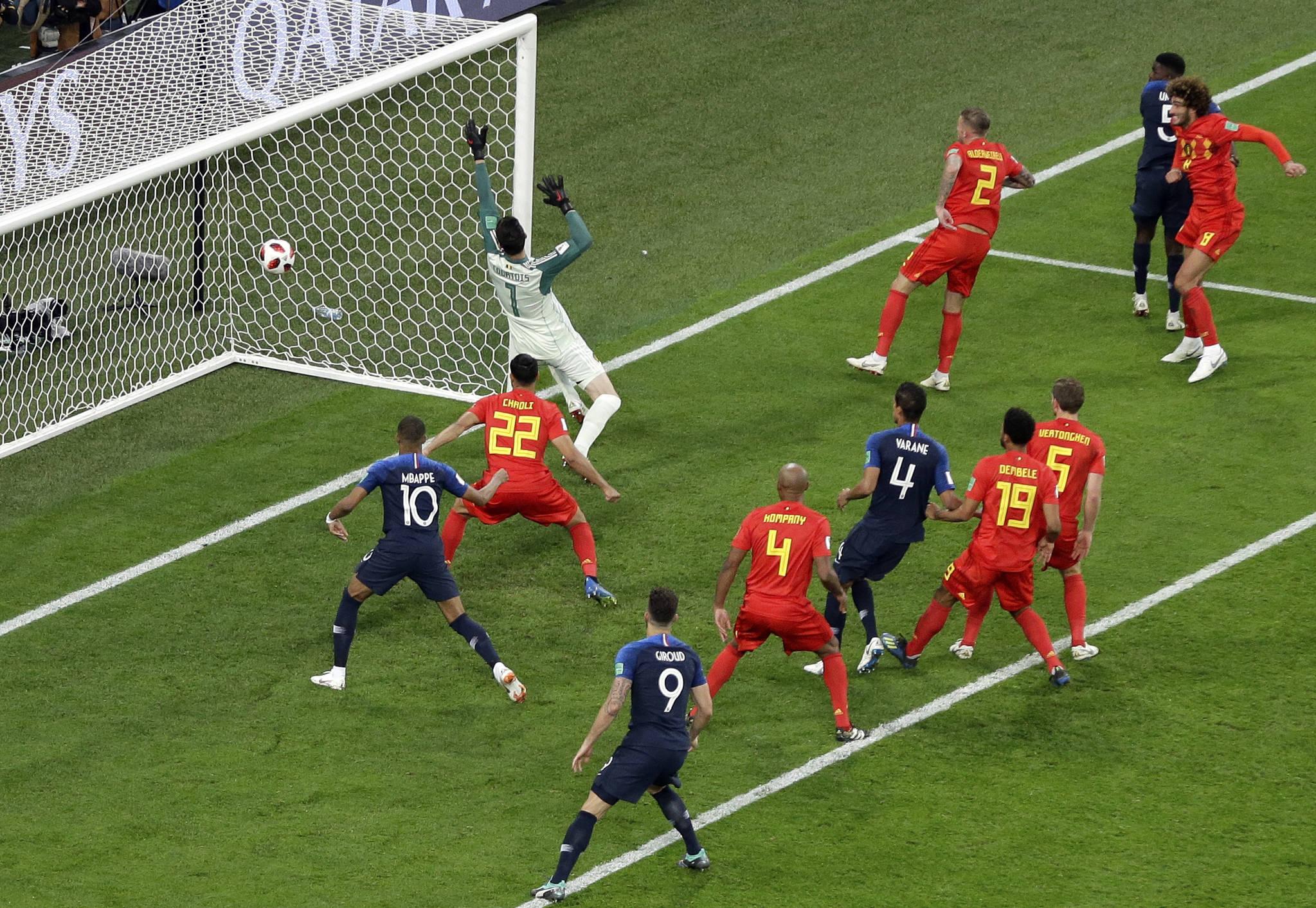 11일 열린 러시아 월드컵 4강 벨기에전에서 후반 6분 결승골을 넣는 프랑스 수비수 사뮈엘 움티티. [AP=연합뉴스]