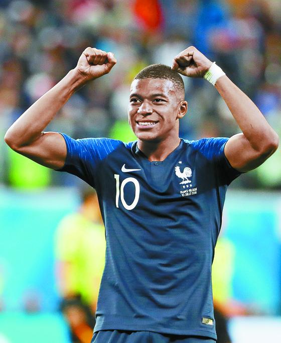 프랑스 대표팀의 킬리안 음바페 선수 유니폼에 나이키 로고가 선명하다. [EPA=연합뉴스]