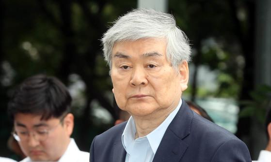 횡령, 배임 혐의로 구속영장이 청구된 조양호 한진그룹 회장이 5일 영장실질심사를 받기 위해 서울남부지법에 출두하고 있다. 강정현 기자