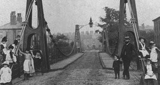 1831년 무너지면서 많은 군인들이 숨진 이후 1924년 같은 자리에 새로 건설된 브러튼(Broughton) 교. 이때의 교훈으로 영국군은 다리 위를 건널 때 발을 맞추지 않는다. [사진 wikipedia]
