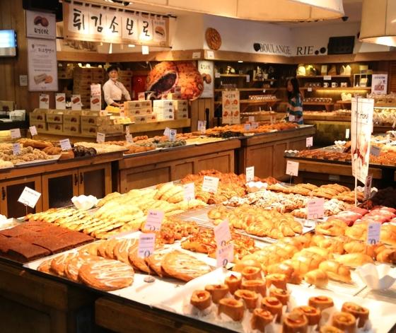 대전의 자부심이라 불리는 빵집 성심당. 튀김 소보로 빵은 성심당의 대표 인기 상품이다. [중앙포토]