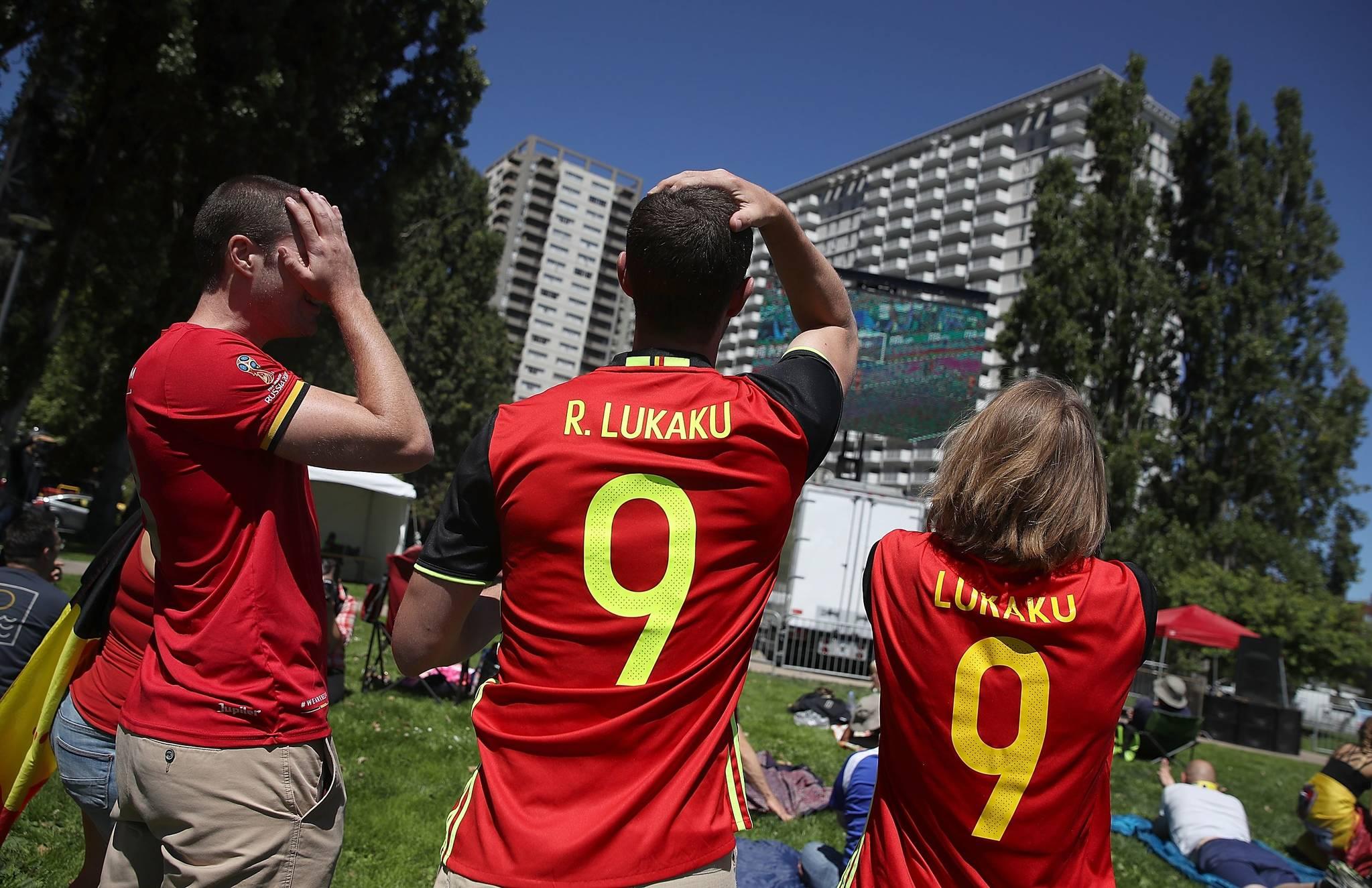 지난 10일 미국 샌프란시스코에서 벨기에 축구팬들이 프랑스와의 준결승전을 지켜보며 안타까워 하고 있다.[연합뉴스]