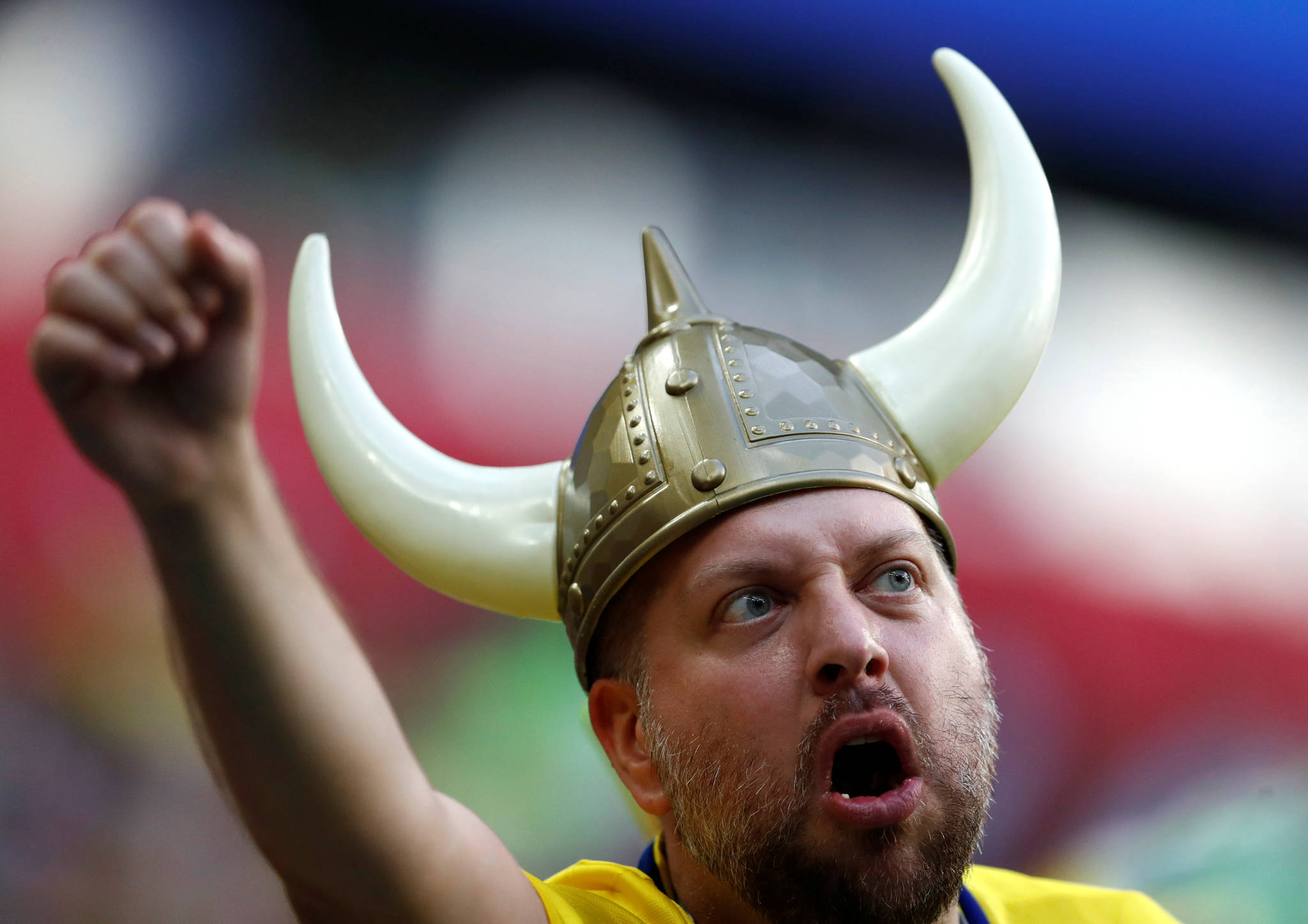 지난 3일 열린 스웨덴과 스위스의 16강 경기에서 자국팀을 응원하는 한 스웨덴 축구팬.[연합뉴스]
