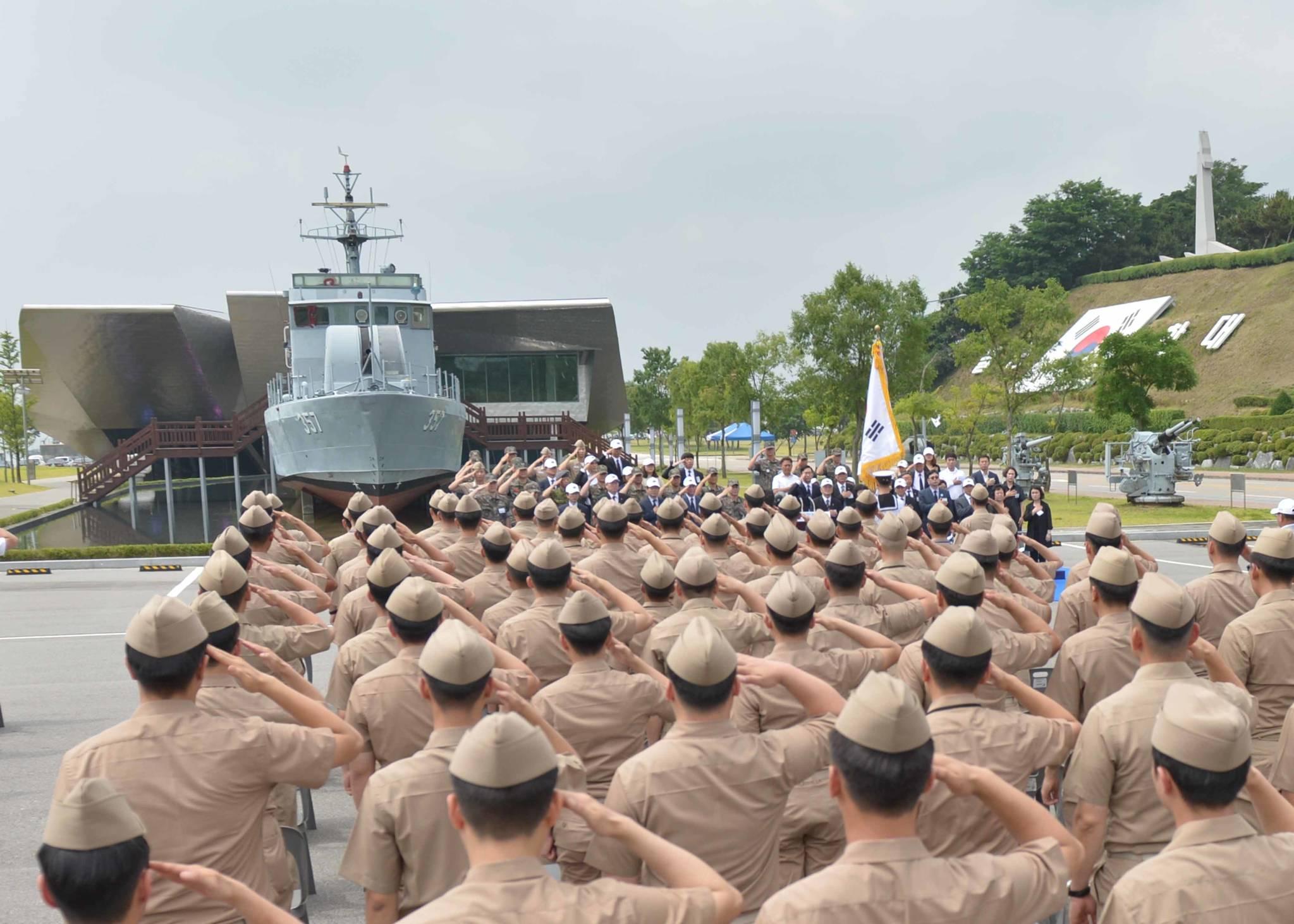 해군 2함대사령부는 지난달 29일 오전 경기도 평택시 서해수호관에서 '제2연평해전 16주년 기념식'을 열었다. [사진 해군 2함대사령부]