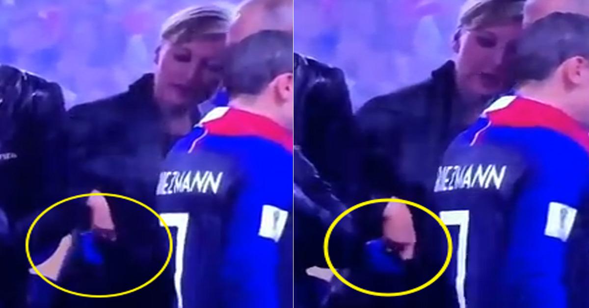 월드컵 생중계 화면에 포착된 메달 도난 의심 장면. 한 여성이 메달을 자신의 오른쪽 주머니에 넣고 있다. [유튜브 캡처]