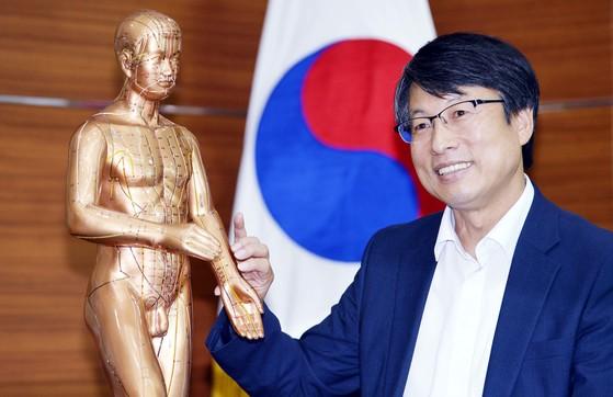 김종열 한국한의학연구원장이 12일 본지와 인터뷰하고 있다.김성태/2018.07.12.
