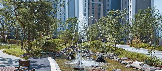 GS건설은 인천 영종하늘도시 스카이시티자이 단지 내부에 다양한 테마의 녹지 공간을 조성해 '2018 친환경 건설산업 대상' 국토교통부 장관상을 수상했다.