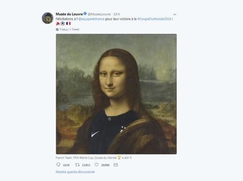 프랑스 축구대표팀 유니폼을 입은 '모나리자'. [캡처 루브르박물관 트위터]