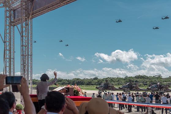 17일 오전 대만 타오위안의 룽청기지에서 차이잉원 총통이 참석한 아파치 헬기 601여단 창설식을 거행했다. [사진=대만 총통부]