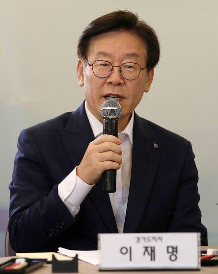이재명 경기지사가 17일 오전 서울 중구 프레스센터에서 열린 국토부-수도권 광역자치단체 국토교통 업무협약식에서 모두발언을 하고 있다. [뉴스1]