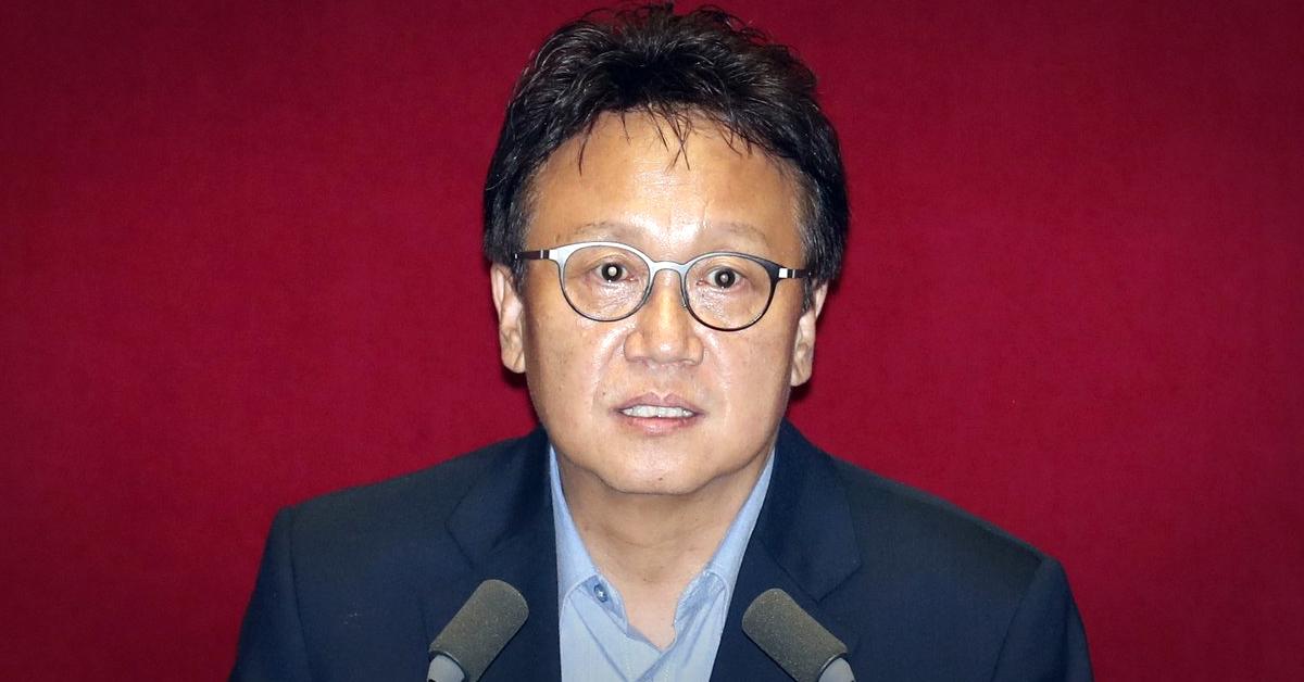 20대 후반기 국회 정무위원장에 선출된 민병두 더불어민주당 의원이 16일 오후 서울 여의도 국회에서 열린 본회의에서 당선인사를 하고 있다. [뉴스1]