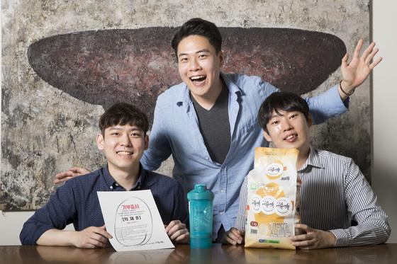 다이어트와 쌀 기부를 연계한 프로젝트를 펼치는 '내살네쌀'의 운영진. 왼쪽부터 이준혁· 이근영·조영재씨다. [우상조 기자]