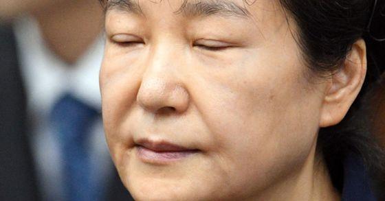 2017년 5월 23일 서울중앙지법 417호 법정에 출석한 박근혜 전 대통령. [연합뉴스]