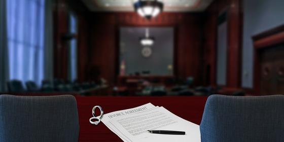 사업에 실패한 남편이 서류상으로 이혼하자고 합니다. 하지만 저는 서류상 이혼이 실제 이혼이 될까봐 두렵습니다. 나중에 이 이혼을 무효로 돌릴 수 있나요? [사진 pixabay]
