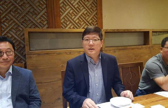 방북하기 전 베이징에서 기자간담회를 한 김홍걸 민화협 대표상임의장. [연합뉴스]