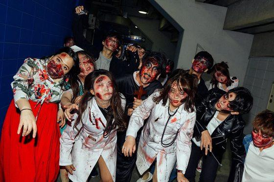 지난 4월 대전월드컵경기장에서 열린 좀비런 행사에서 참가자들이 포즈를 취하고 있다. [사진 좀비런 코리아]