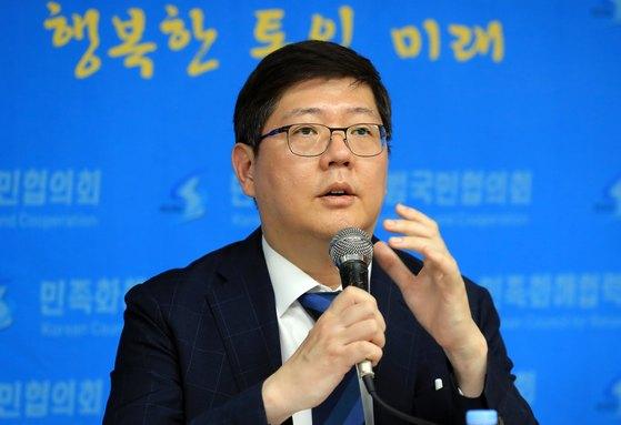 김홍걸 민족화해협력범국민협의회(민화협) 대표상임의장이 22일 민화협 사무실에서 방북 결과를 설명하고 있다. [연합뉴스]
