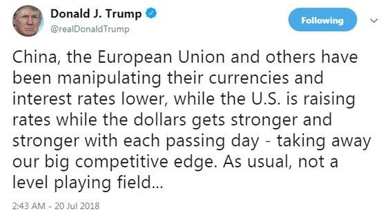 도널드 트럼프 미국 대통령이 20일(현지시각) 중국과 유럽연합(EU)이 통화 가치를 조작했다고 공개적으로 비판했다. [제공 트위터]