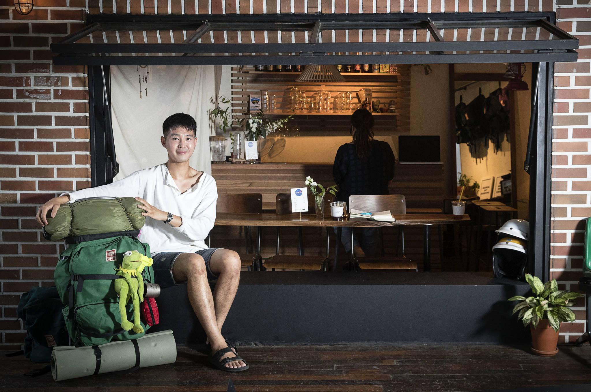 최지훈씨는 유라시아횡단 스쿠터 여행 후 경리단길에 클라우프라는 카페를 운영중이다. 장진영 기자