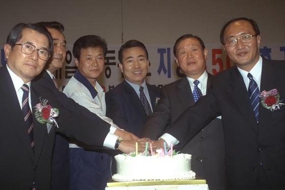 2008년 노회찬 당시 한국노동정책정보센터 대표가 한국프레스센터에서 창립 5주년 및 노사관계 전문일간지인 매일노동뉴스 지령 1500호 기념행사를 가졌다. [중앙포토]