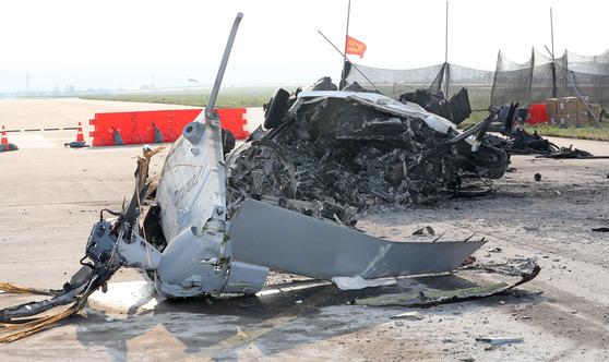 20일 오후 해병대가 지난 17일 경북 포항시 남구 포항 비행장 활주로에 추락한 해병대 상륙기동 헬기 '마린온' 사고 현장을 언론에 공개했다. [연합뉴스]