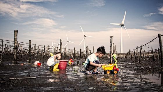 어린이는 몸이 미성숙한 상태에서 성장과 발달의 빠른 변화를 겪기 때문에 환경오염에 특별히 취약하다. [사진 pixabay]